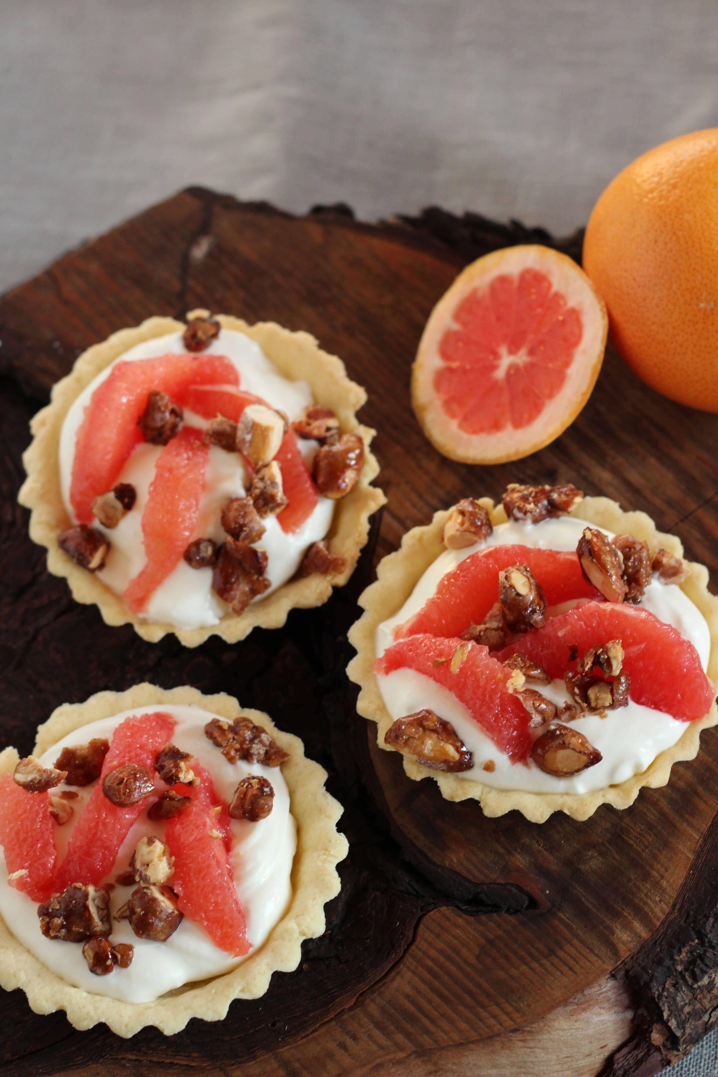 Grapefruit-Tartelettes mit gebrannten Mandeln oder wie ich Frau Mama von ihren Küchenutensilien befreit habe