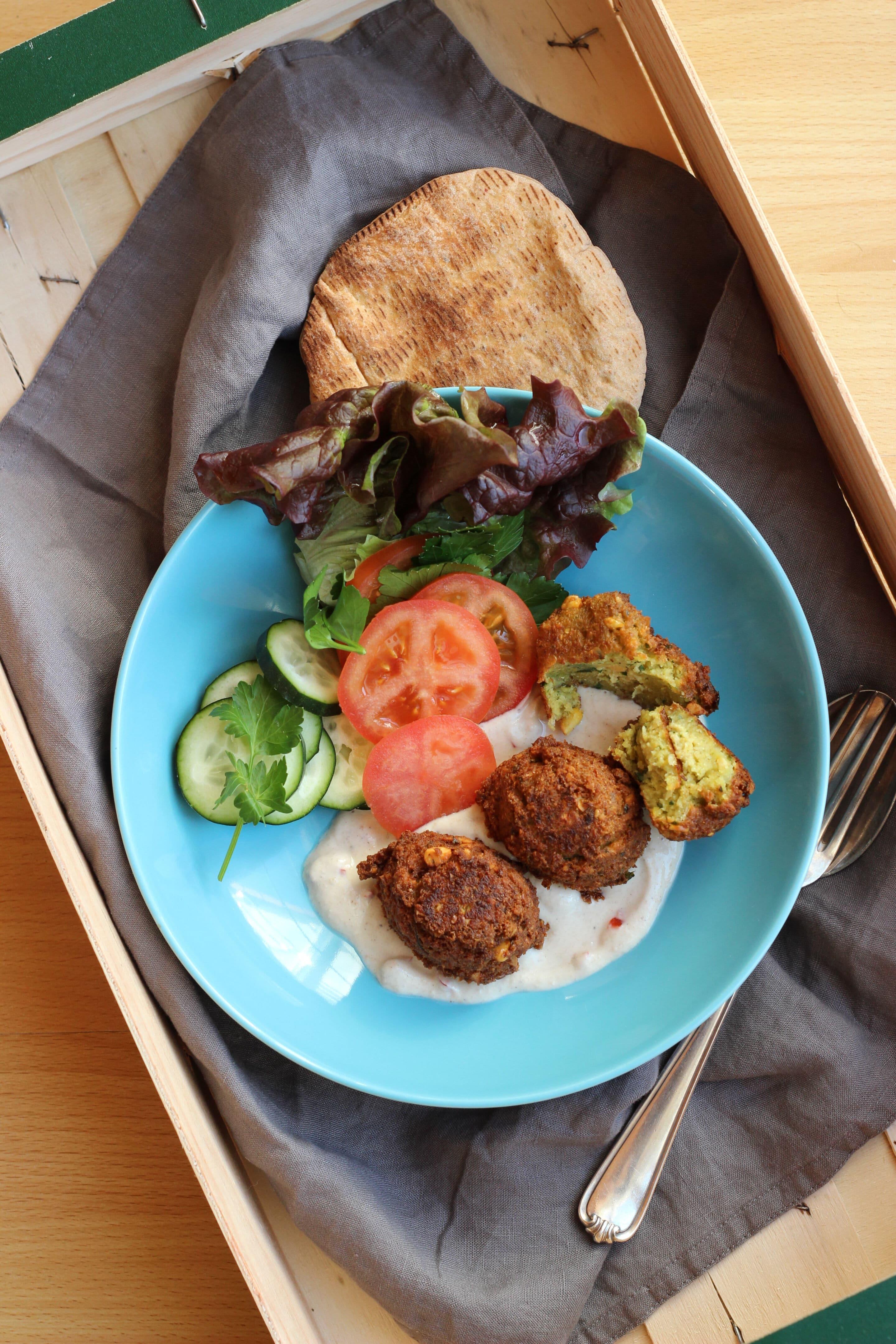 Selbstgemachte Falafel mit Tahindip oder mehr Mut zum vegetarischen Döner