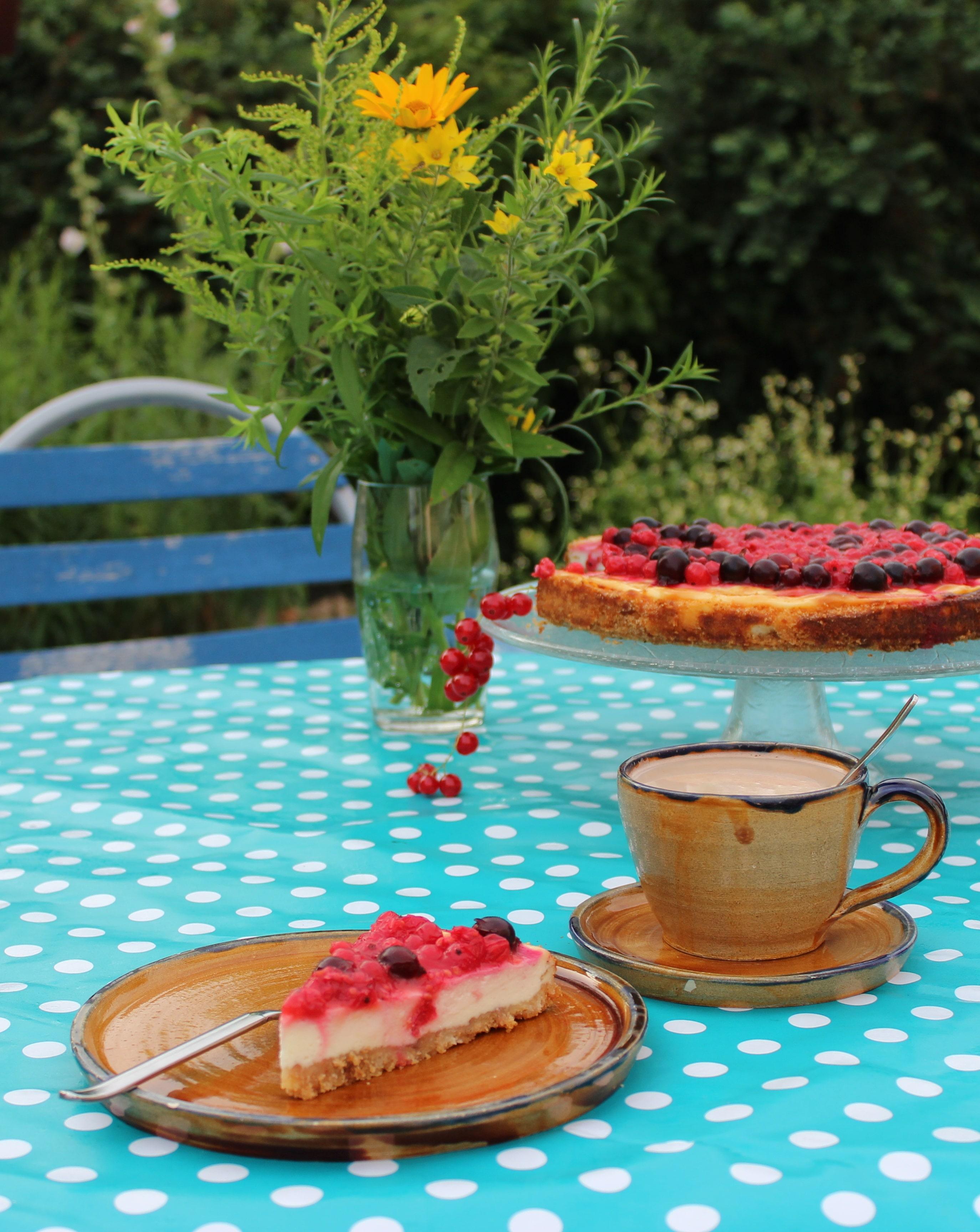 Johannisbeer-Cheesecake oder juhu, endlich Sommer im Garten!