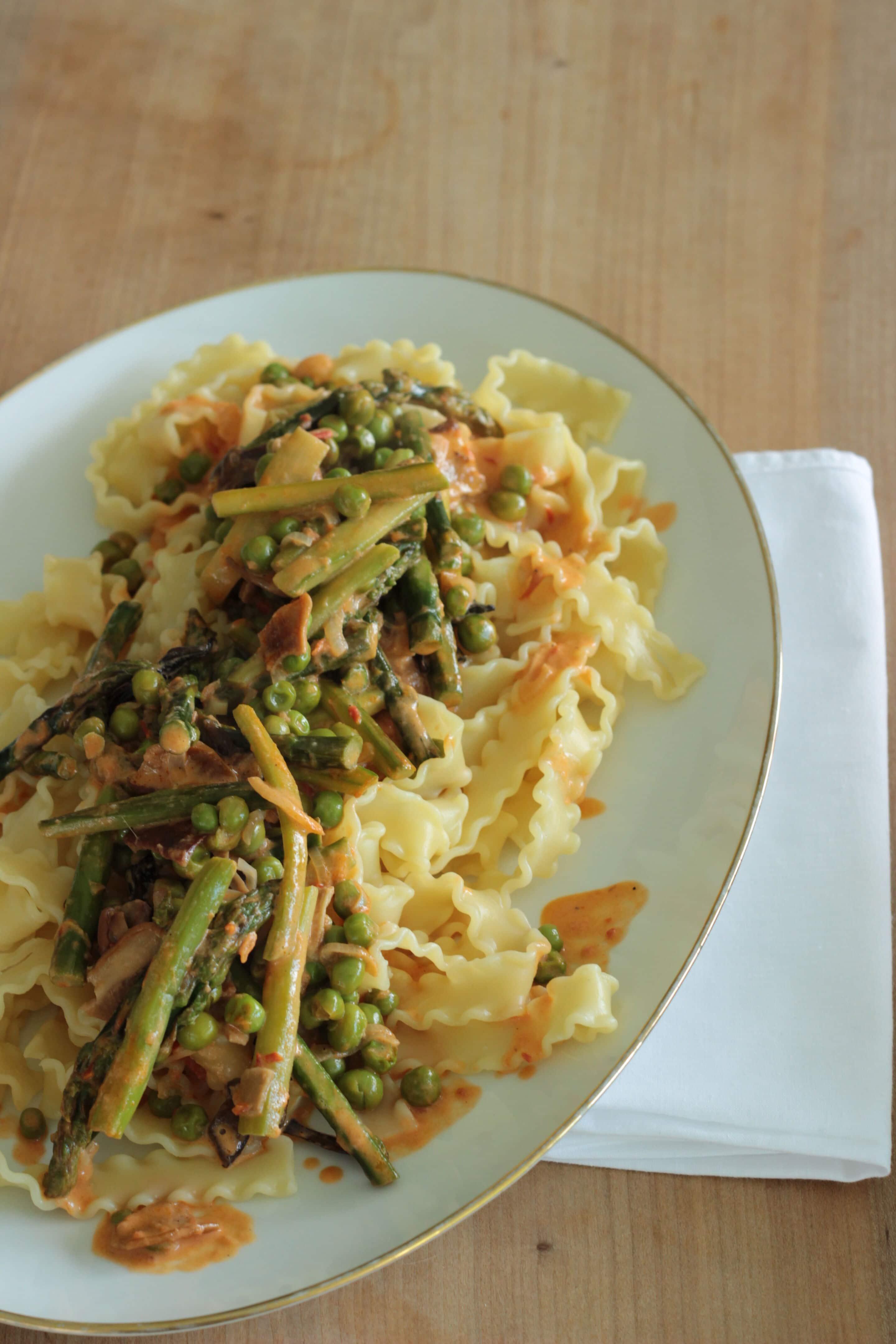 Pasta mit grünem Spargel, getrockneten Steinpilzen und Erbsen oder #pastaforingeborg die Fünfte