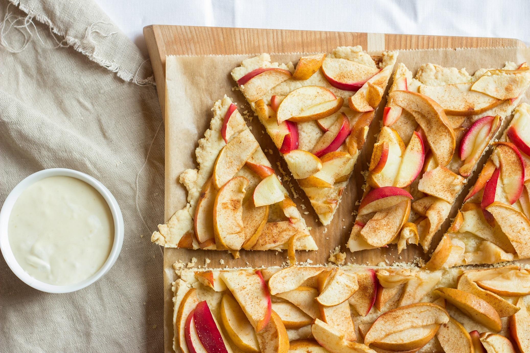 Vegane Apfel-Tarte mit Karamellsahne oder der zweitbeste Apfelkuchen der Welt