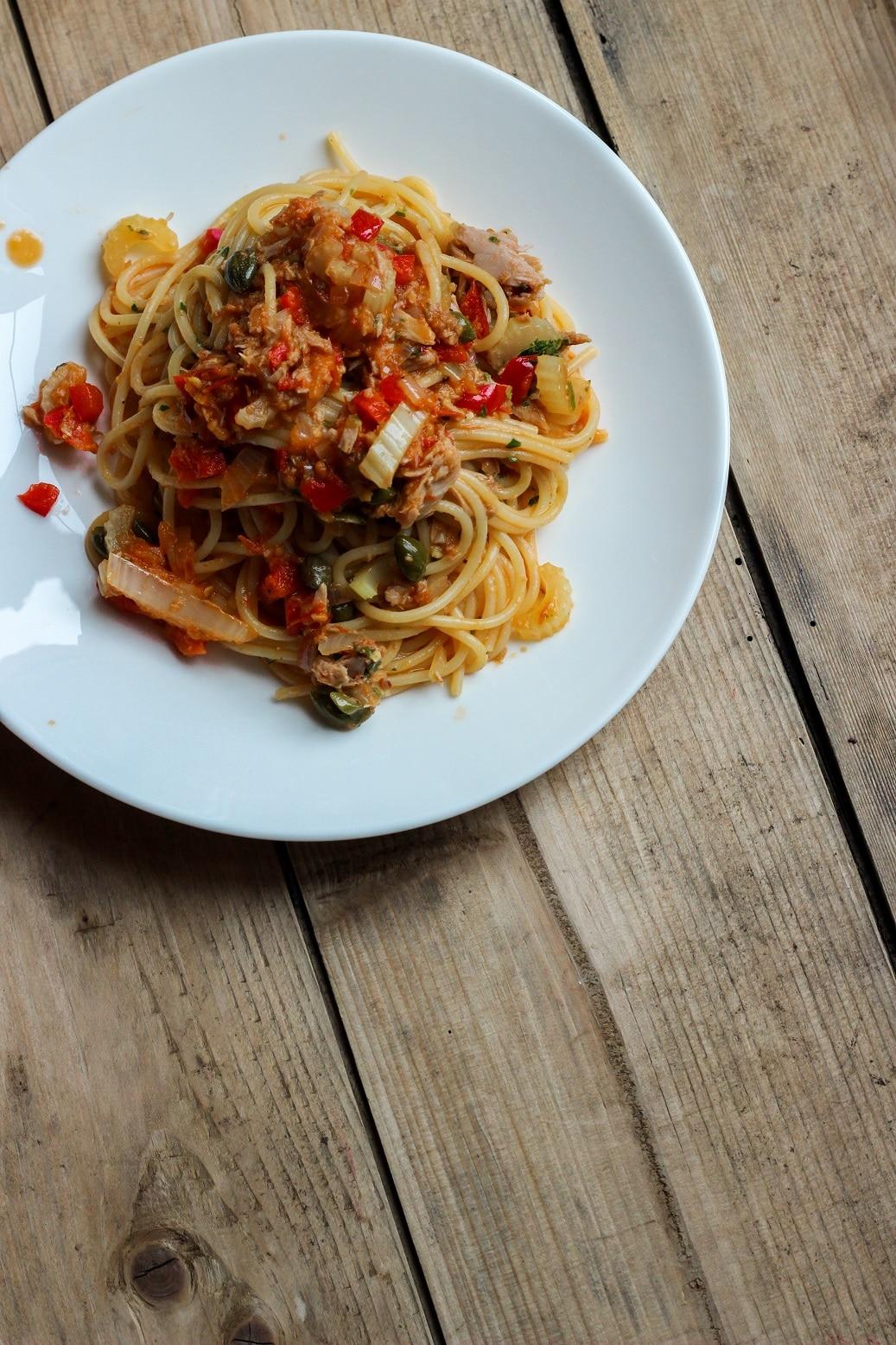 Spaghetti mit Staudensellerie-Paprika-Soße oder mit Foodsharing ins neue Jahr